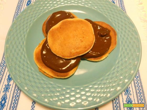 Pancakes al kefir con crema al cioccolato