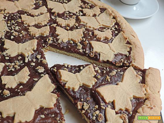 Crostata con crema al cioccolato e granella di nocciole