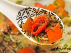 Curry di zucca Hokkaido e lenticchie Beluga