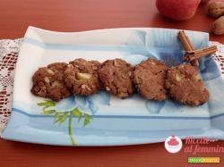 Biscotti con mele e noci senza lattosio