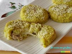 Polpette di patate cavolo salsiccia e mozzarella