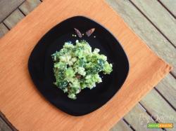 Broccoli con frutta secca