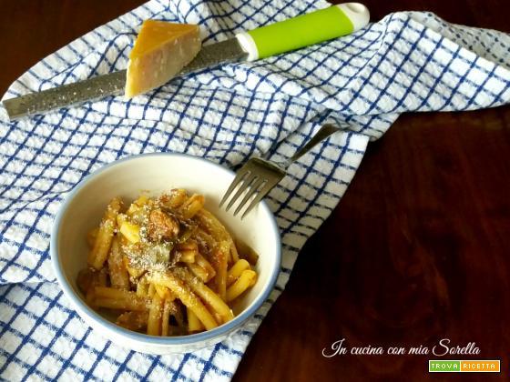 Pasta al sugo di carciofi e salsiccia