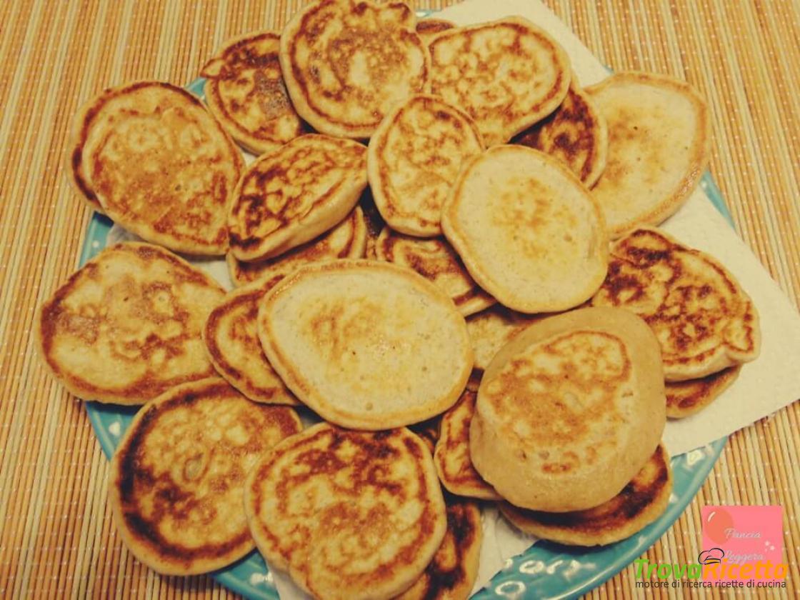 Ricetta Pancake Con Bicarbonato.Pancakes Veloci Light Con Solo Tre Ingredienti Ricetta Senza Uova E Senza Lievito Ricetta Trovaricetta Com