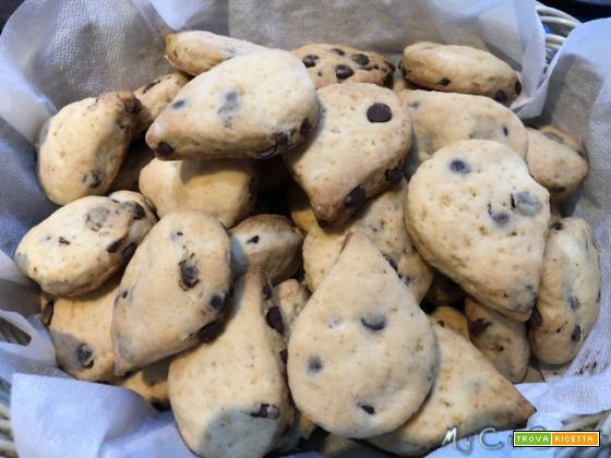 """Biscotti con gocce di cioccolato tipo le """"Gocciole"""", impastate con il Companion o il Volupta Moulinex"""