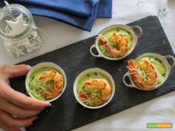 Antipasto gustoso: Gazpacho di avocado e gamberi allo zenzero