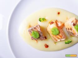Filetto di salmone al pepe rosa con creme di patate e di broccoli