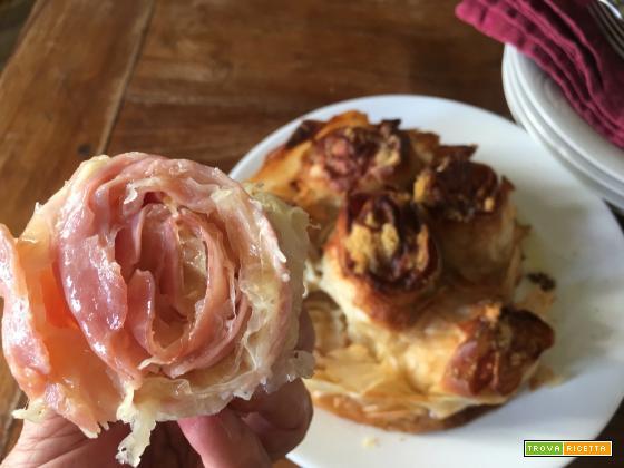 Bouquet croccante di rose fyllo al prosciutto e formaggio