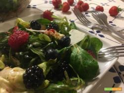 Insalata ai frutti di bosco: bella da vedere, squisita da mangiare