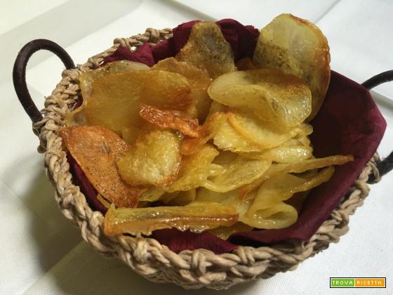 Patatine chips cotte in forno che sembrano fritte