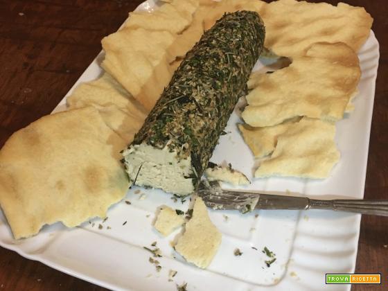 Salame di formaggio con copertura di erbe aromatiche