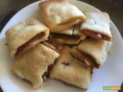 Biscotti di pasta frolla alle nocciole con goloso ripieno di fichi neri freschi