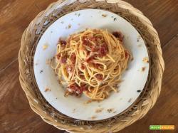 Spaghetti con pomodorini secchi e mollica