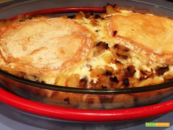 Tartiflette. Cotta al forno con patate e Reblochon