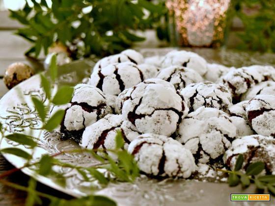 Chocolate crinkles, golosi biscotti dal cuore tenero