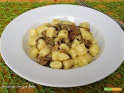 Gnocchi ai funghi misti con porcini e gorgonzola
