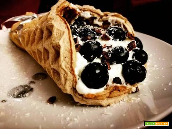 WAFFLE CONE WITH YOGURT FAGE, BLUEBERRY AND CACAO...