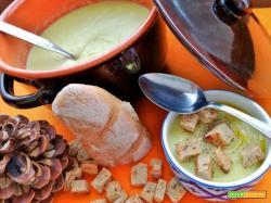 Crema di porri e patate con crostini di pane alla segale