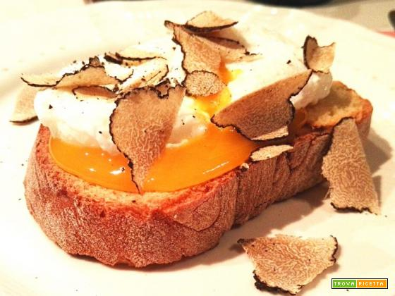 Bruschetta uovo e tartufo