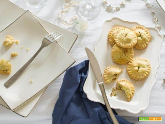 Mini pie pistacchi, pere e gorgonzola, ricetta anglosassone rivisitata