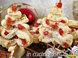 Alberelli dolci con ciliegie candite
