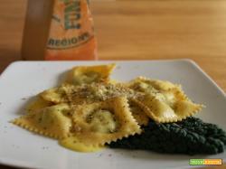 Ravioli di ricotta, cavolo nero e fontina su fonduta valdostana e tartufo