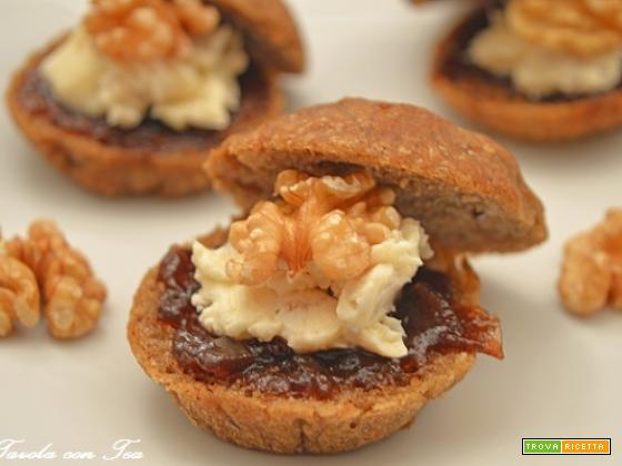Finger food gorgonzola noci marmellata cipolla