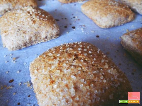 Biscotti integrali ripieni al cioccolato fondente – ricetta veloce e light, senza burro e senza uova