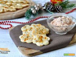 Crackers di pasta brisé con mousse al prosciutto