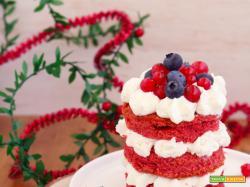Mini red velvet natalizie alla barbabietola e frutti rossi