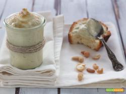 Crema di foglie e gambi di cavolfiore con anacardi