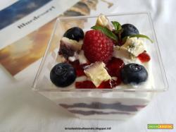 Coppette con yogurt greco e Bluedessert ai Frutti di Bosco