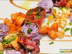 Arcobaleno di verdure con purea di patate viola