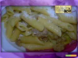 Penne Zucchine e salsicce Con le Arcobaleno Amc