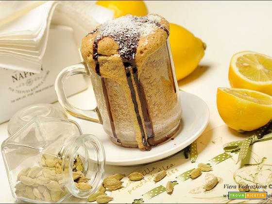 Mug cake al cardamomo e limone in forno microonde