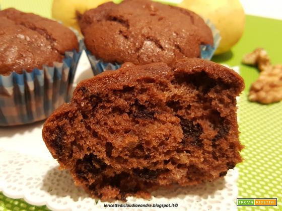 Muffin al olio con cacao, scaglie di cioccolato e noci