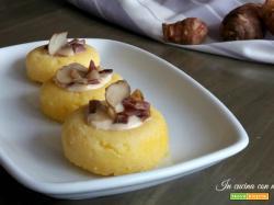 Finger food di polenta al topinambur con fonduta e speck