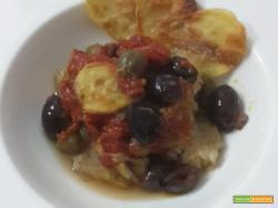 Sogliola affogata nei pomodorini con olive e capperi