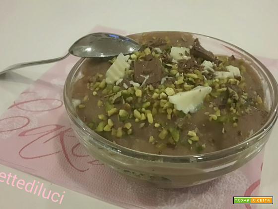 Pandoro affogato in crema pasticcera con cioccolatini