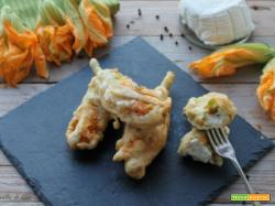 Fiori di zucca ripieni di ricotta e fritti
