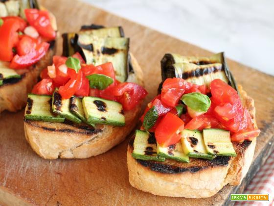 Bruschetta con pomodorini e verdure grigliate