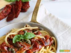 Tonnarelli con pomodori secchi, olive e capperi..un primo piatto gustoso e veloce