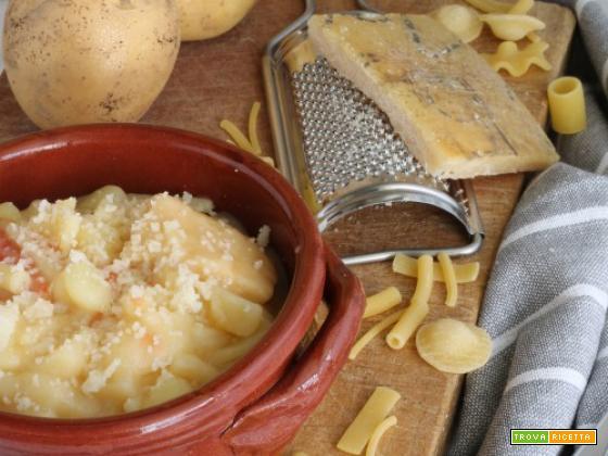 Pasta e patate con pasta mista e scorzetta di parmigiano