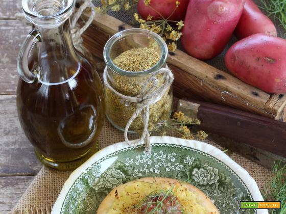 Focaccine con Patate, Salsiccia e fiori di finocchietto selvatico