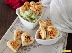 Dip di broccolo romanesco e salatini hot: accendiamo la passione