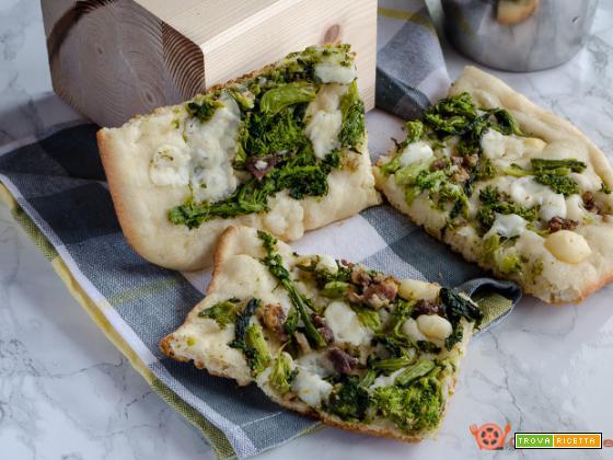 Pizza salsiccia e friarielli con provola piccante