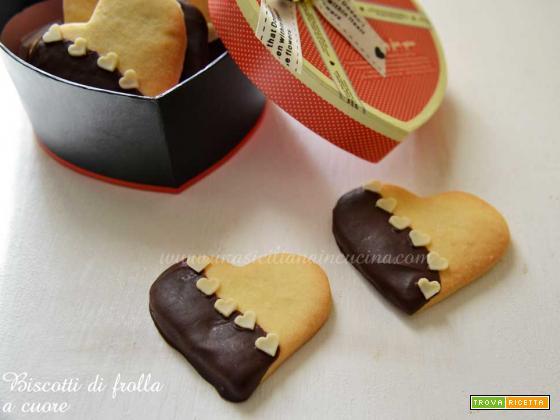 Biscotti di frolla a cuore e cioccolato