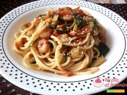 Spaghetti zucchine e gamberetti con salsa di soia
