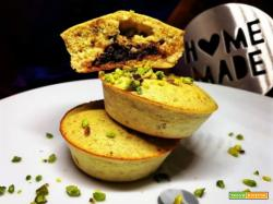 ORANGE&PISTACHIO MUFFIN WITH CHOCOLATE