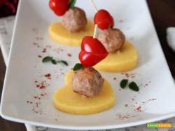 Amuse-bouche di polenta e polpettine alla paprika: evviva San Valentino!